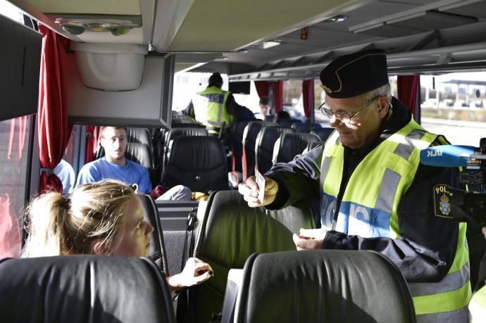 Amikor a svéd buszsofőr pastu személyit ellenőriz