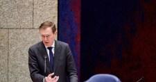 Összeesett, majd lemondott a holland egészségügyi miniszter