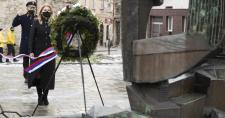 A szlovák  államfő lerótta tiszteletét a holokauszt áldozatainak emléke előtt