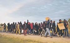Horgos: Ezer, felfegyverkezett migráns Allah Akbar felkiáltással rontott a határnak