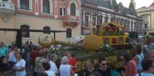 Gheorghe Funar magyar harckocsinak nézett egy virágkarneváli kocsit