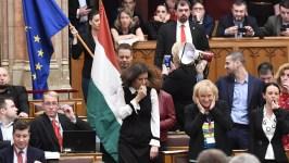 Orbán Viktor megszólalt: ezt érezte, amikor az arcába fütyültek közelről a Parlamentben