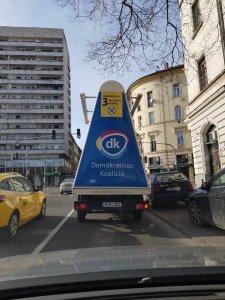 Német rendszámú dékás reklámautó