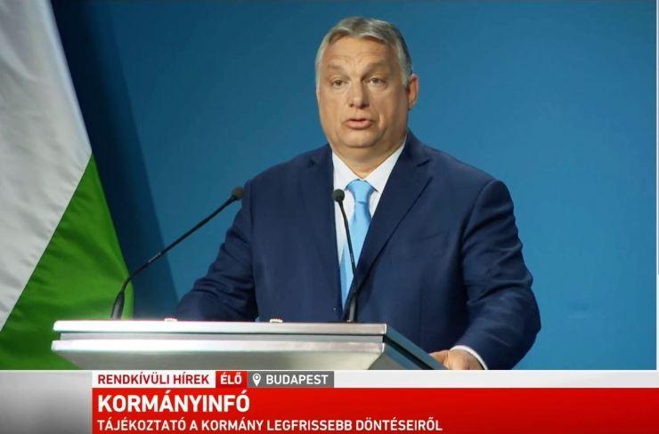 Orbán a térdelésről: Magyar ember csak Isten, a hazája és szerelme előtt térdel le