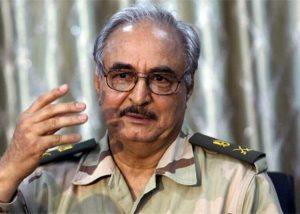 Haftar ideiglenesen átadta líbiai hadsereg parancsnoki tisztségét