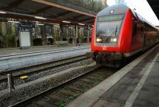 Egy migráns a vonat elé akart vetni egy ötéves német kisfiút