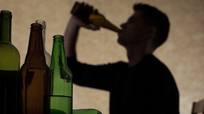 Apáról fiúra száll az alkoholizmus