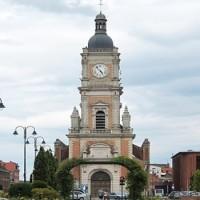 A helyi muszlim közösség védelmezte a katolikus templomot az éjféli mise idején Lens városában