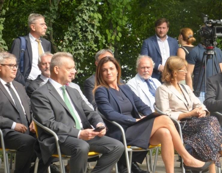 GALÉRIA: A jövő jogászainak is üzen Szladits Károly szobra Dunaszerdahelyen