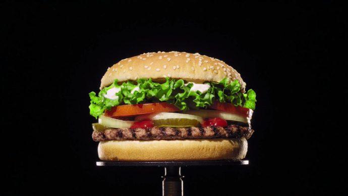 Penésszel hirdeti hamburgerét a Burger King