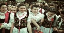 Örömkönnyek és virágeső fogadta Kolozsváron a magyar honvédeket