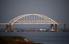 Nő az orosz-ukrán feszültség: az oroszok teherhajóval torlaszolták el az Azovi-tengerhez vezető utat