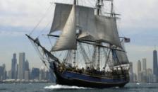 Egyenesen a hurrikánba vezette a Bountyt a kapitány