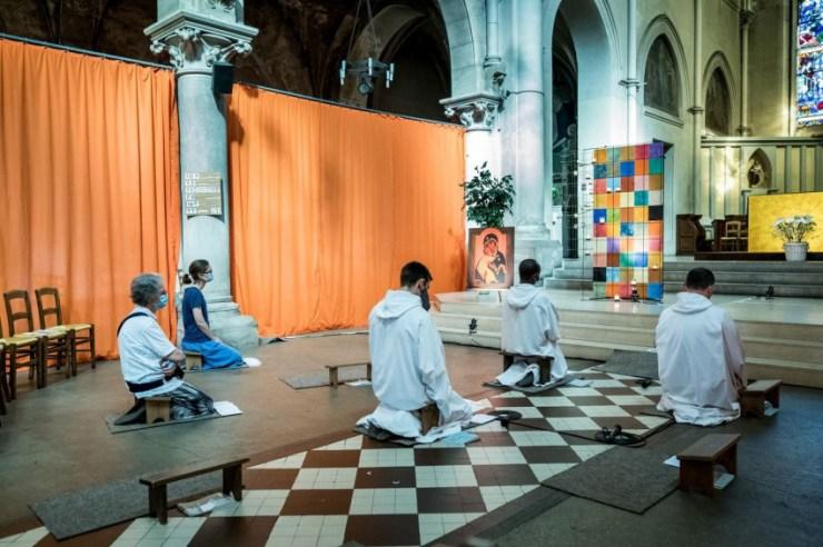 Jelen lenni imádságban és mások meghallgatásában – Az első állandó taizéi közösség Burgundián kívül