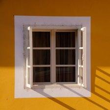 A bevállalós ózdi erőforrás az ablakon is kiugrik egy tízezresért – hogy aztán erőszakkal elvegye egy gyerektől