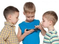 Valóban félnünk kell mobilunk kékfényétől?