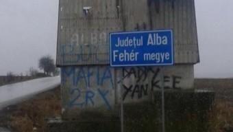 Indulatokat váltott ki egy kétnyelvű tábla Romániában
