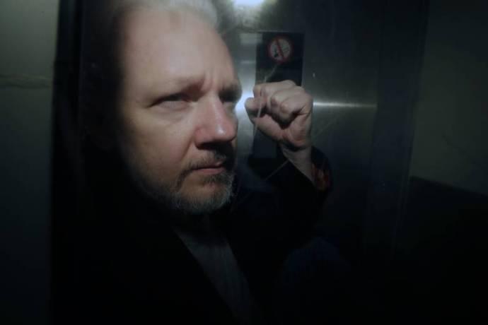 Svédország lezárja a nemi erőszak miatt Assange-zsal szemben indított nyomozást