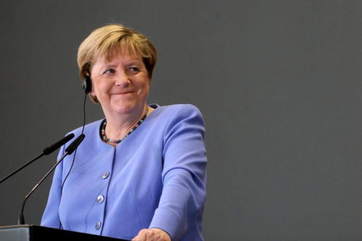 Sci-fibe illő felmérés: Merkelt vagy Macront választanák-e a föderális Európa államfőjének?
