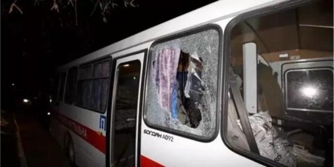 Kárpátalja: Kővel dobálták meg a Kínából evakuált honfitársaikat az ukránok