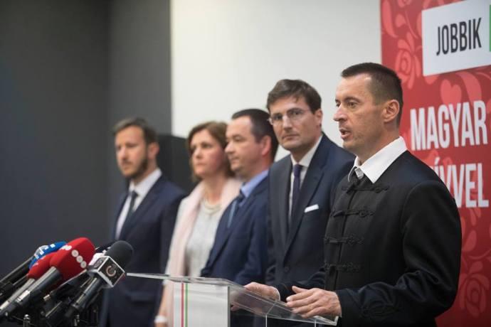 Újabb felmérés mutatja a Jobbik zuhanását: szavazóik harmada faképnél hagyta őket, aki maradt, az is hitehagyott
