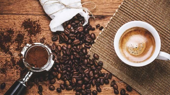 Tovább él, aki sok kávét iszik?
