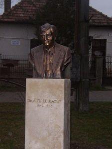 Felavatták Antall József felvidéki szobrát Kolozsnémán
