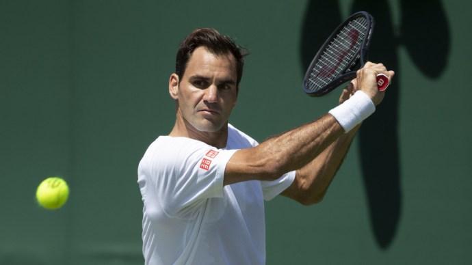 Elképesztő dolgot művelt a pályán Federer Djokovic ellen – mutatjuk!