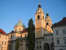 Ismeretlen tettesek megrongálták a ljubljanai székesegyház egyik oldalfreskóját