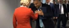 Orbán kézcsókja feltüzelte a baloldalt
