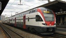 Svájcban utasszállító szerelvény lezuhant egy szurdokba