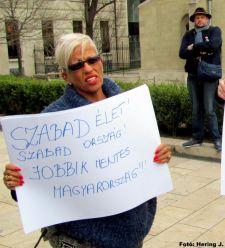 Zoltai Andrea alakítása a Jobbik budapesti ünnepségén – tudósítónkat fölszólította, hogy ne zsidózzon…