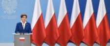 Meghökkentette a liberálisokat a lengyel kormány! Eltávolították az EU-zászlót a sajtóteremből
