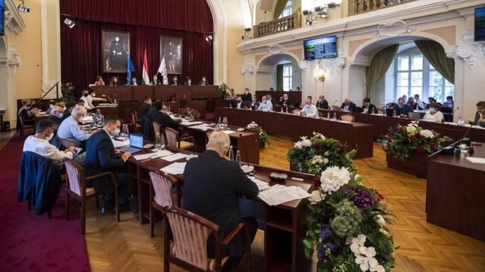 A Fővárosi Közgyűlés megszavazta a városligeti módosításokat és a turisztikai segítségnyújtást