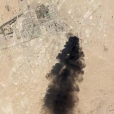 Dróntámadás érte a világ legnagyobb olajfinomítóját