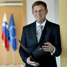 Szlovén kormányfő: Szlovénia megkezdi a határvitában született döntőbírósági ítélet végrehajtását