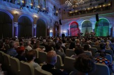 A hit jegyében – A NEK előtt tisztelgő kiállításokat nyitott meg Erdő Péter a Pesti Vigadóban