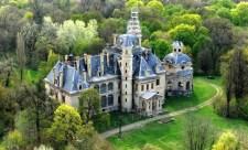 Drónfelvételen Tiborczék királyi kastélya