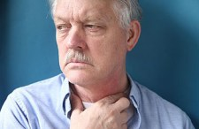 Gombócérzés a torokban – milyen betegséget jelez?