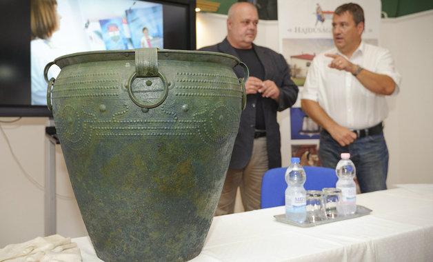 Közkincs lett a kapálás közben megtalált 3 ezer éves bronzkori lelet