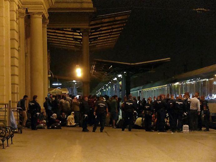 Vonatfoglalás a Keletiben: 200 migráns foglalta el a Németországba tartó járatot