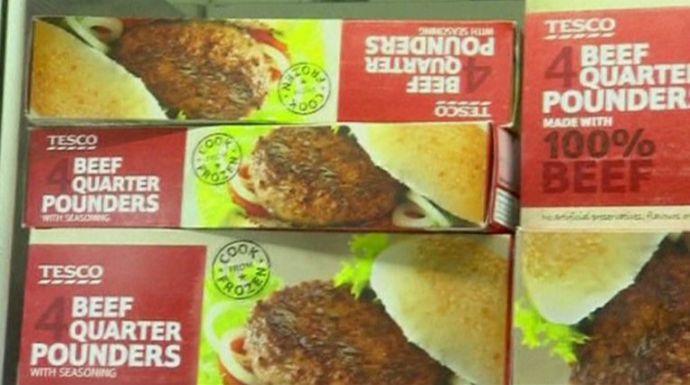 Emberi fogyasztásra alkalmatlan lóhúst árultak Európa-szerte – Többnyire marhahúsként végezte a tescós hamburgerekben