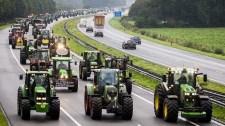 Tiltakozás a klímatéboly ellen- Több száz mérföldnyi főutat zártak le a holland gazdák