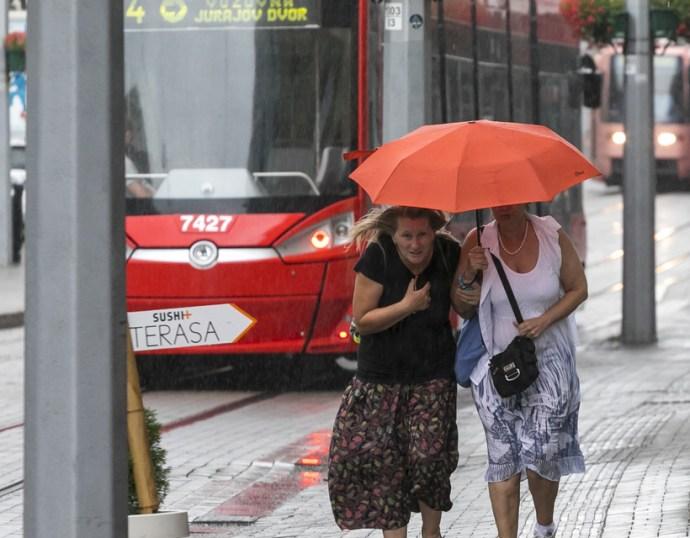 Viharokra és kiadós esőre figyelmeztetnek a meteorológusok