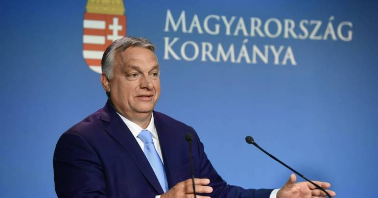 Orbán Viktor a fociszurkolókkal és az szja-visszatéréssel robbantotta be a saját választási kampányát