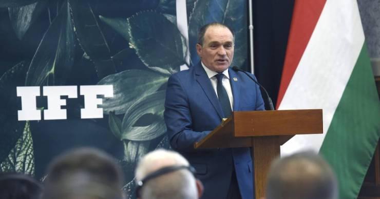 Visszaadja képviselői mandátumát Ferencváros korábbi polgármestere, kormánytisztviselőként folytatja
