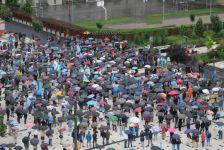 Hargita megye prefektusának lemondását követelték Csíkszeredában a tüntetõk