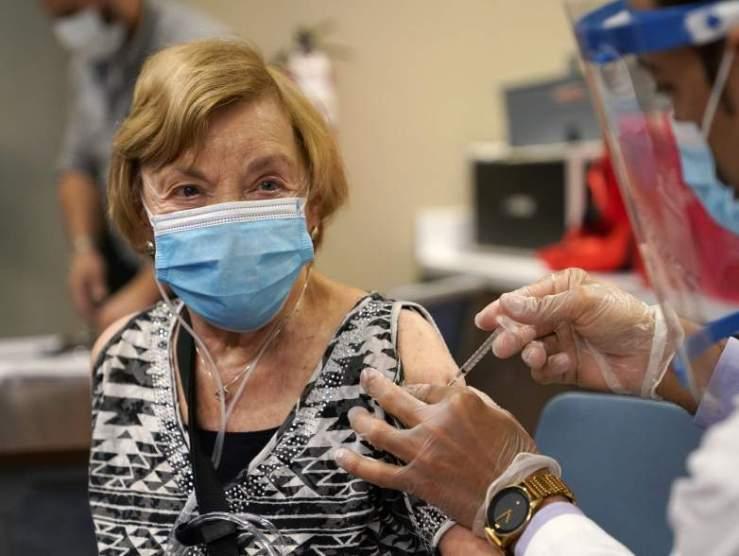 Csak lassan araszolgatunk az 50 százalékos oltottság felé. Hogy lesz ebből őszre kollektív immunitás?