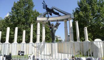 Tükröt állított a Krétakör a Szabadság térre