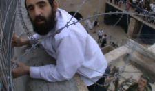 Palesztin zászlót akart letépni egy megszálló, de belegabalyodott a szögesdrótba